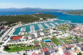 Teos Marina'da yenilenme süreci başladı